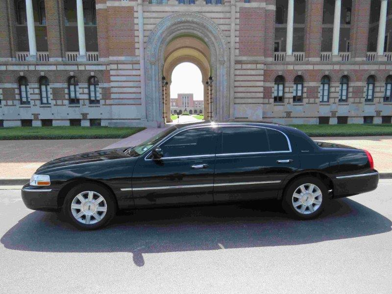 Black Lincoln Town Car Sedan In Houston Tx Royal Limo And Town Car